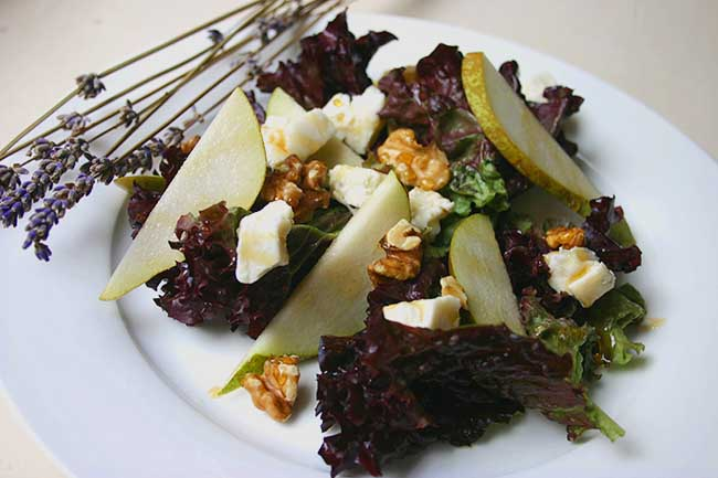 Goat's cheese, pear, walnut and lavender honey salad